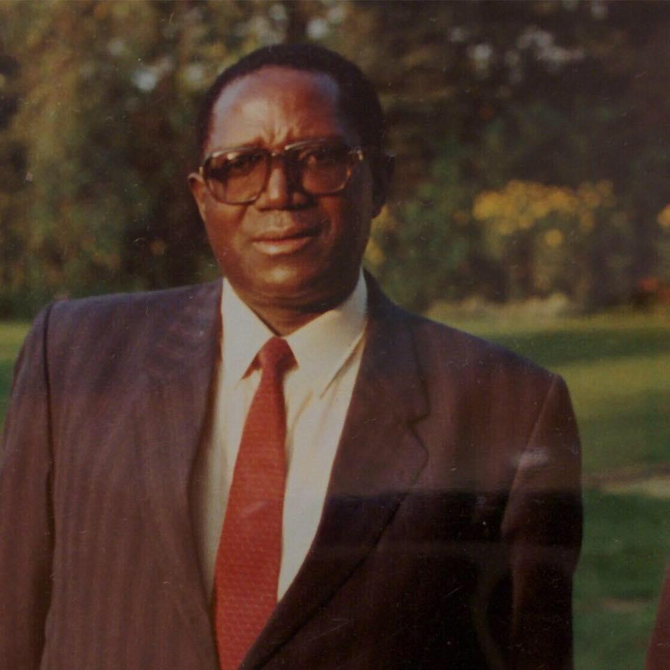 Dr Akingeneye